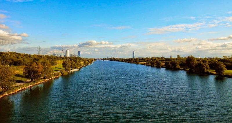 Dunaj - po prawej stronie wyspa dunajska