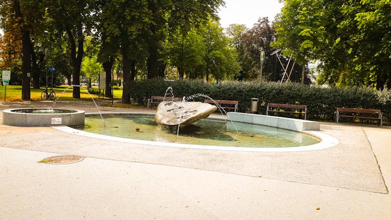 Fontana przy dworcu Pkp i pierwszy z wielu parkow ,