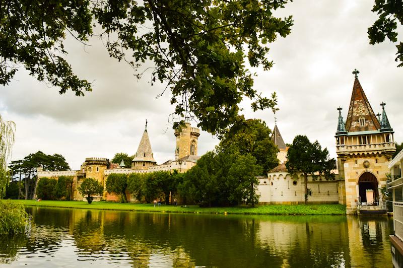 Widok na Zamek Laxenburg