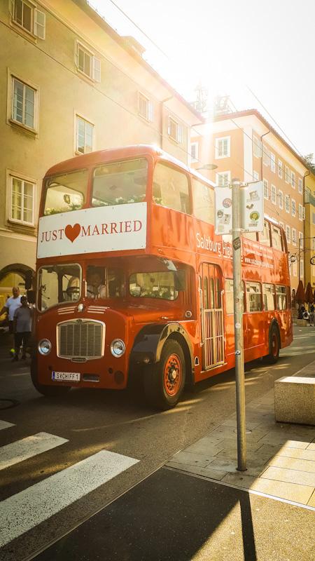 Czerawony autobus . Salzburg