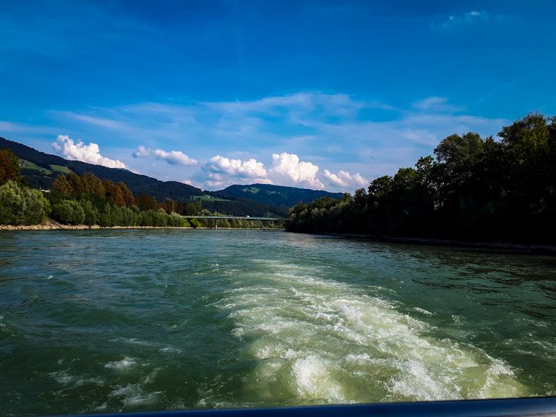 Widok ze statku ,rzeka Salzach
