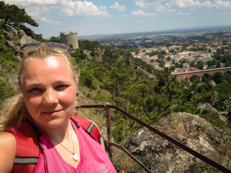 Za mną Widok na Schwrze Turm i Mödling