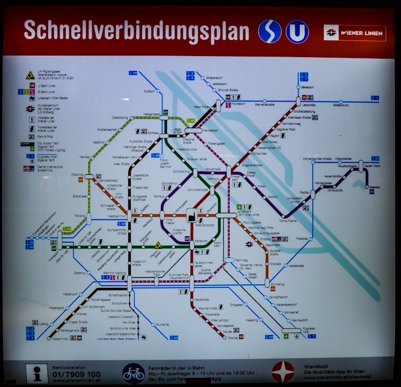 Mapa metra i kolejka podnmiejska w Wiedniu .