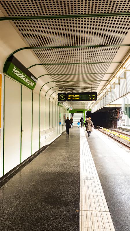 Przykładowa stacja metra U-4 (kolor zielony ) Wieden