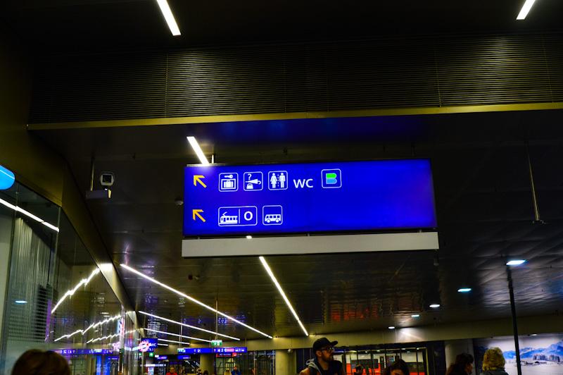 Tablica informujaca gdzie idziesz , wieden komunikacja miejska
