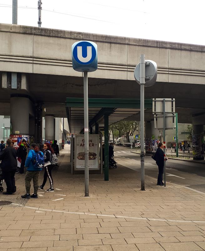 Znak metra , czyli U-Bahn . Wieden