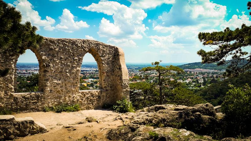 Widok na Schwrze Turm i Mödlin