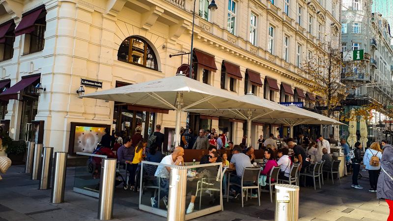 Hotel , kawiarnia Sacher