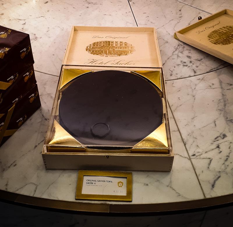 Orginalny Tort Sacher , w sklepie